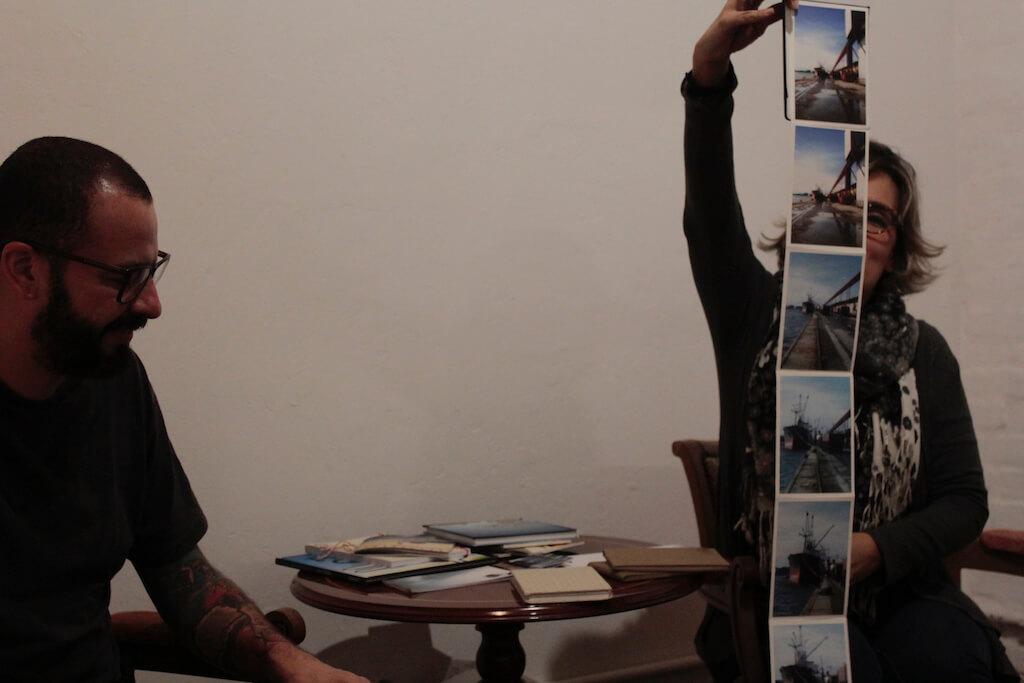 Leituras etílicas: encontro, vinho e livros de artista - Foto: Marcia GadioliLeituras etílicas: encontro, vinho e livros de artista - Foto: Marcia Gadioli