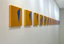 Marina de Falco – Dança [2015] – Pintura; Instalação de Parede; Acrílica metalizada sobre painéis – 20 x 422,5 cm